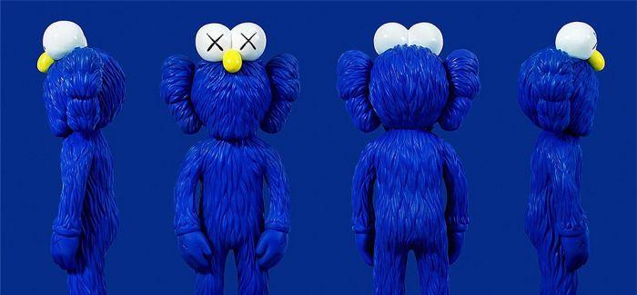 "KAWS曼谷艺术展 以芝麻街为灵感的全新雕塑""BFF"""