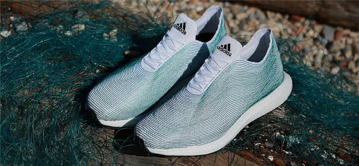 取之于海洋 Adidas回收海洋废弃塑料制成慢跑鞋