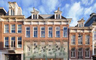 玻璃砖重塑传统建筑立面:阿姆斯特丹的香奈儿水晶屋