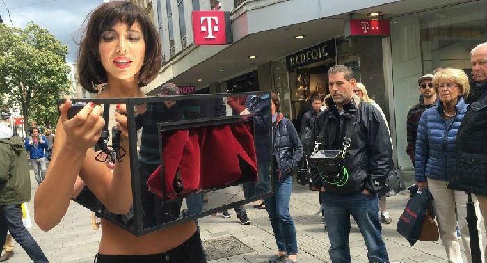 瑞士行为艺术家因在公共场所邀请观众抚摸身体被方拘捕