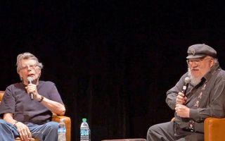 《冰与火之歌》作者采访了斯蒂芬·金 看两位作家如何谈控枪