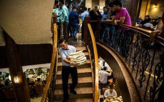 一家在反恐战火中重生的烤肉餐厅