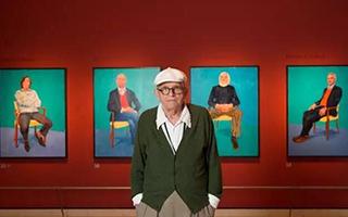 创作这82幅朋友们的肖像将霍克尼带出了晚年的悲伤