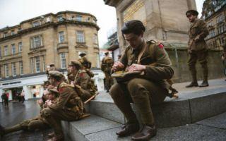 当我们纪念战争的时候 我们如何纪念