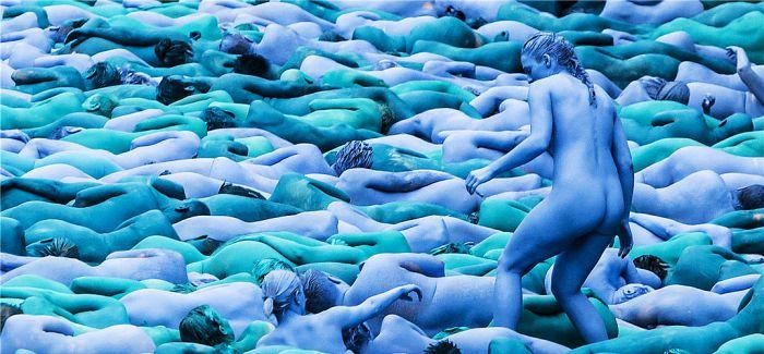 """""""赫尔之海"""":英国小城上演大型行为艺术 满城尽是蓝精灵"""
