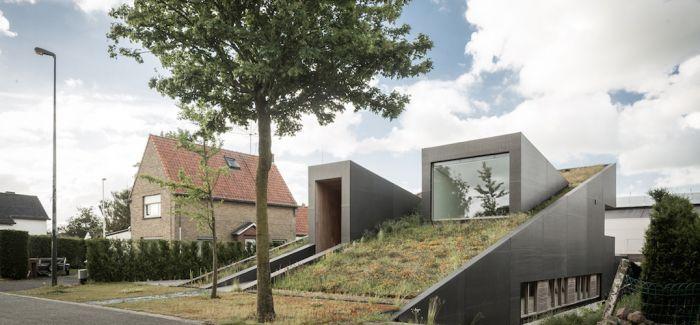 这座比利时的绿色住宅   就像一座小山坡