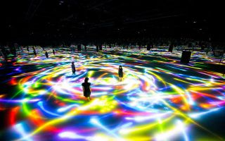 teamLab超现实艺术秀:进入万花筒的世界就是这种感觉!