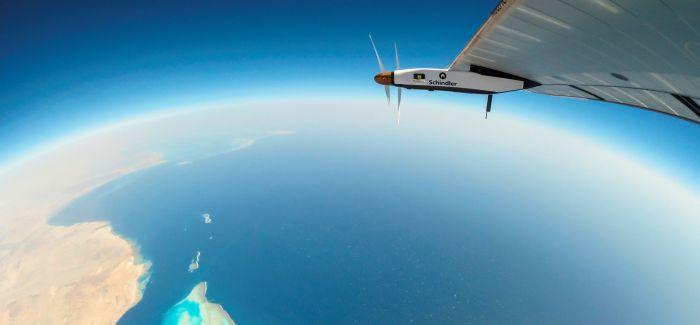 瑞士太阳能飞机抵达阿布扎比完成环球飞行壮举