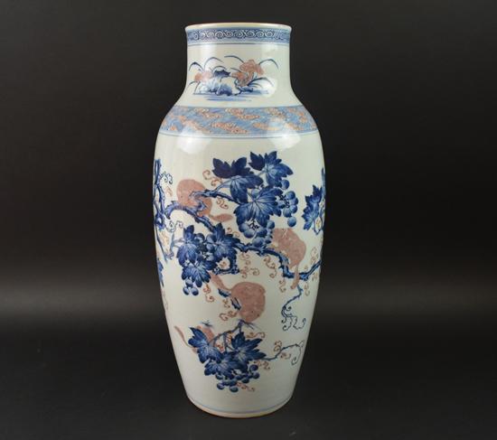 清雍正 青花松鼠葡萄花瓶 高50cm