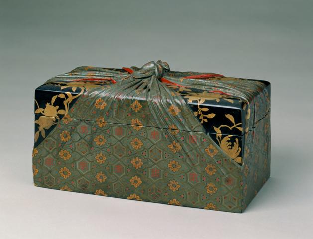 清雍正《描金彩漆包袱式纹长方盒》原图