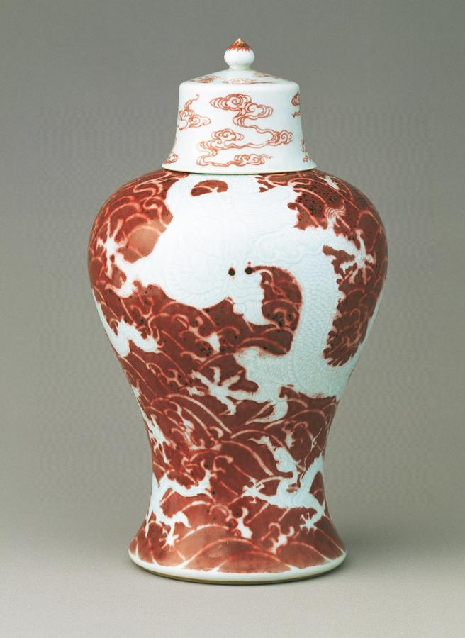 清雍正《紅地白龙海水纹盖罐》原图