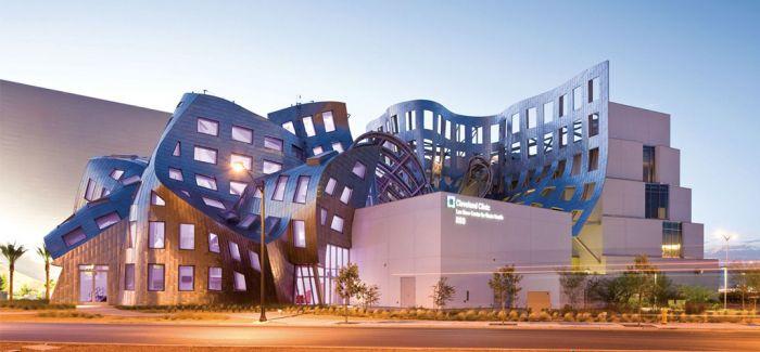 弗兰克·盖里设计的卢玛-阿尔勒文化中心于2018年落成