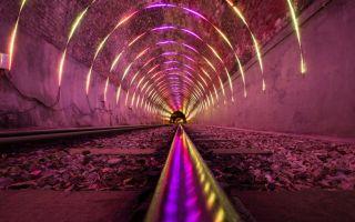 隧道万花筒:光影艺术带你穿梭列车时光隧道!