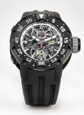 Richard Mille,RM025型号罕有创新碳质聚合物钛金属镂空陀飞轮计时。潜水腕表,年份约2014;拍品编号2128;估价:1,200,000–1,600,000港元/154,000–206,000 美元。