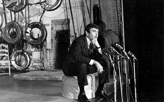 美国戏剧大师阿尔比去世 他曾说百老汇演的不是戏剧