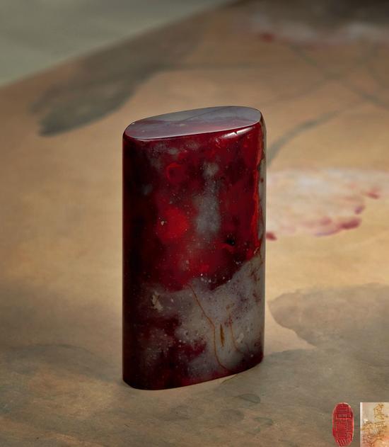 """齐白石刻""""直心道场""""昌化鸡血石成交价:178.25万元"""