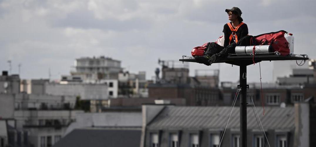 """艺术家亚伯拉罕·伯安什瓦尔将在65英尺高台上完成""""苦行""""表演"""