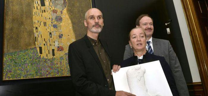 """贝尔维第宫提供克林姆特""""吻""""的 3D 触感浮雕作品"""