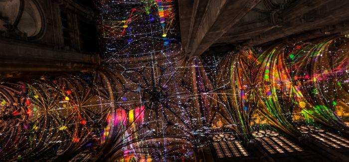 虚拟现实的天空为巴黎的哥特式教堂打开天窗