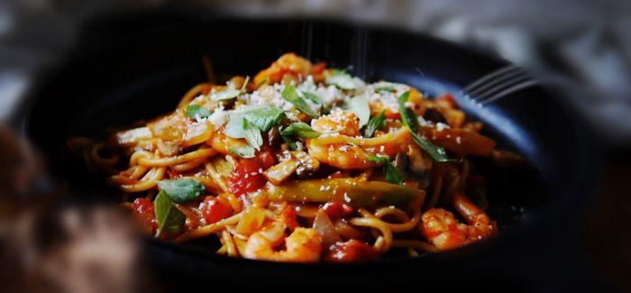 单身族的幸福滋味  锅煮茄汁鲜虾意大利面