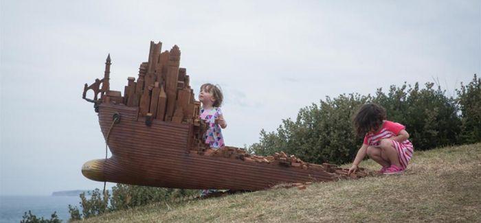 全球最大规模户外海滩雕塑展在悉尼邦迪海滩上演