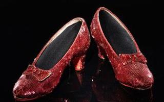 美博物馆筹巨资 修复《绿野仙踪》女主角高跟鞋