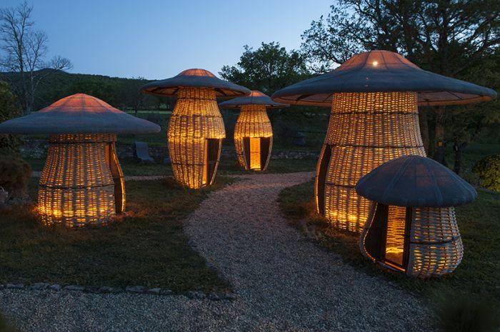"""童趣""""蠢萌风"""":艺术家还原儿时的蘑菇头小房子"""