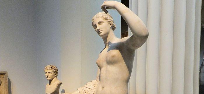 英国千年维纳斯雕塑拇指断而复接 已重新展出