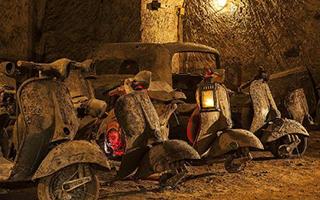 意那不勒斯二战防空洞变身古董汽车墓穴