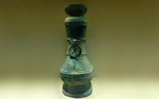 典雅精致的青铜壶