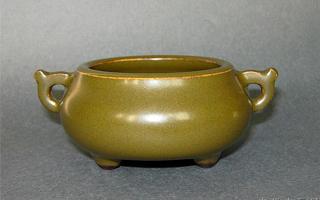 乾隆官窑茶叶末釉瓷器