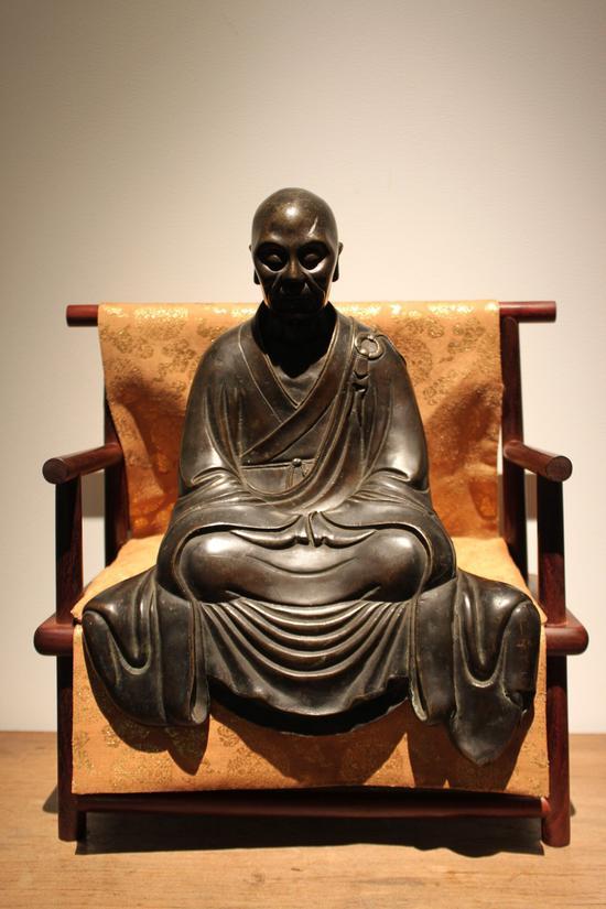 六祖惠能大师铜像(配紫檀座)元代  H27cm