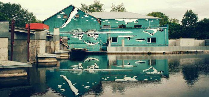 水面上的壁画