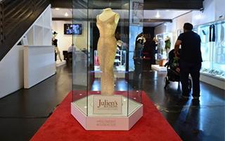 梦露遗物在洛杉矶拍卖 长裙拍得480万美元天价