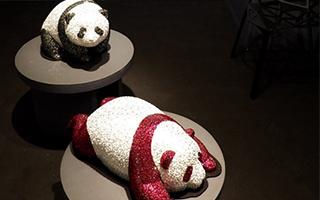 Qeelin创始人Dennis Chan首个雕塑展HaHaPanda揭幕