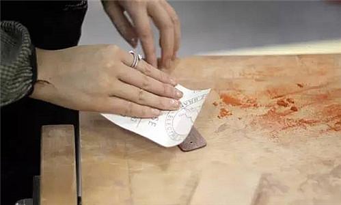 亲手打磨一枚木质书签