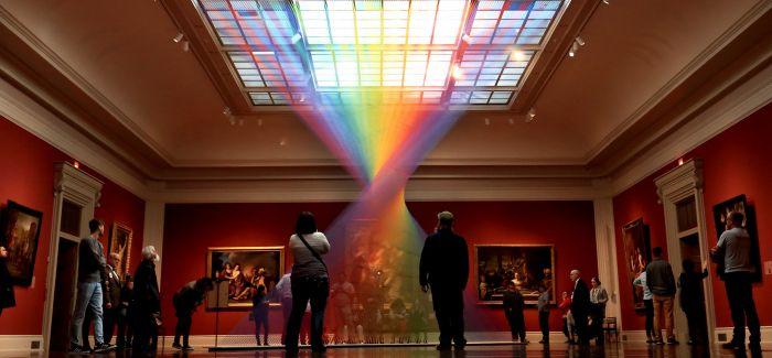天使编织的彩虹螺旋梯为画廊带来小惊喜