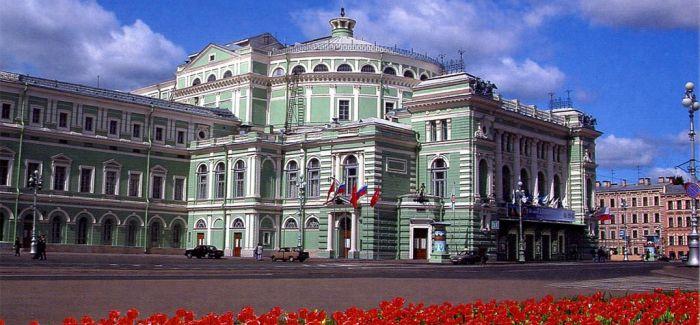 普京承诺停止对艺术家进行审查