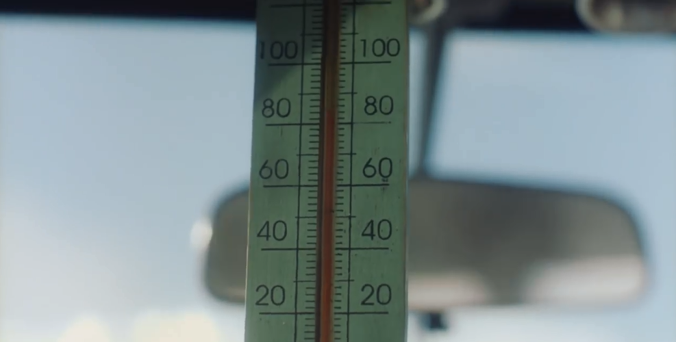 气温80℃时能在车里干什么? 当然是做法餐!