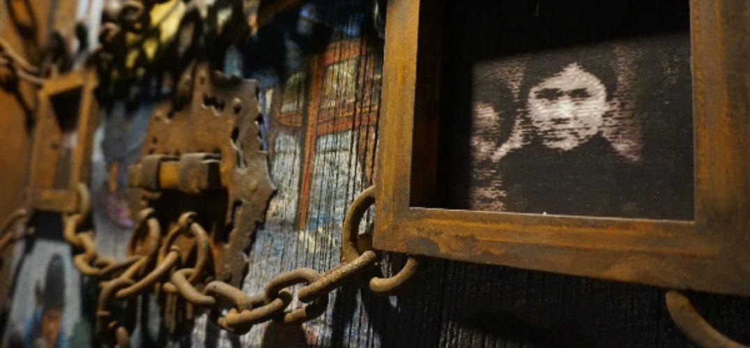 """""""低头思故乡""""艺术展在798开幕  用艺术展现留守人群的真实生活"""
