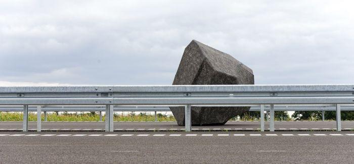 天降巨石于丹麦高速公路