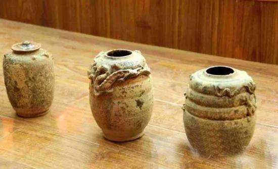 兴文出土明代龙纹浮雕烧制罐 为獠人古物