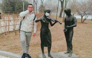 画风清奇 雕塑也加入了抗霾行动
