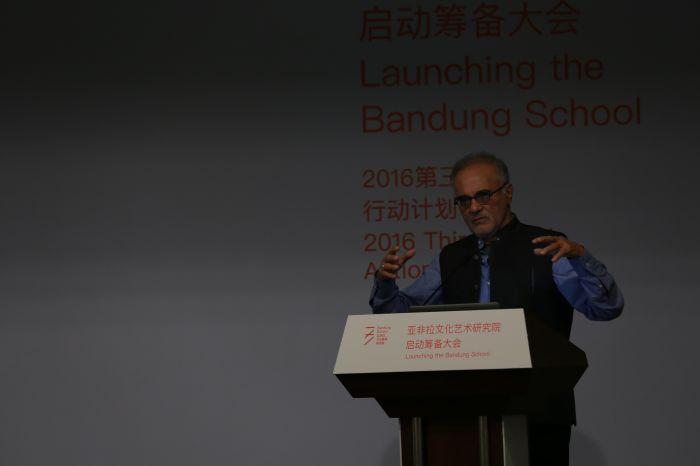 纽约哥伦比亚大学赫伯特·雷曼政府管理教授Mahmood Mamdani发表演讲