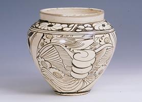 磁州窑白釉黑花人物罐