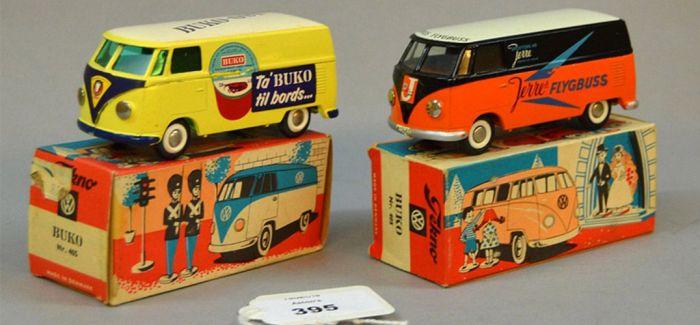 英老翁因搬家忍痛拍卖60年玩具车收藏