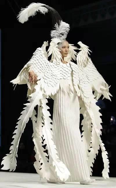 """当白纸遇上缝纫线 时尚创意的""""纸""""衣服 - 服装设计"""