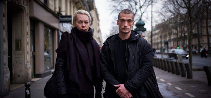 """俄反政府""""艺术家""""到法国寻求避难 以艺术行为抗议"""