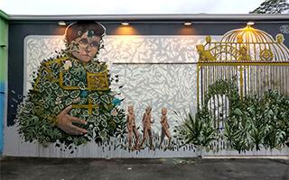 艺术家将机器人与自然融合一起创作一幅巨大壁画