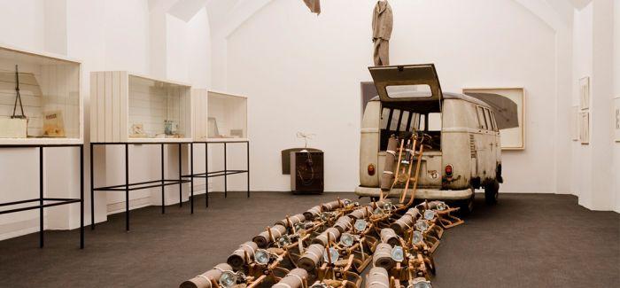 卡塞尔新画廊中约瑟夫·博伊斯作品受损